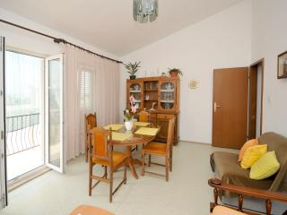 Family apartment with sea view, Dugi Rat