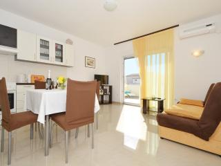 Stipe 2 charming apartment in Trogir