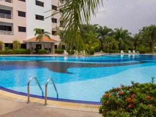 Superior Studio Apt - FREE Electric-WiFi-Cable TV, Jomtien Beach