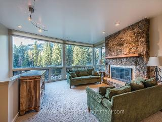 2 Bed 2 Bath with great views 1/2 mile from base area.  Sleeps 7 to 8, Winter Park