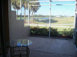 Gulf to Golf Tropical Cottage Villa, Naples