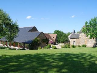 Pretty cottage with pool in Normandy