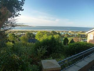 Pet Friendly, Three Bedroom House Aberdovey with fantastic views, sleeps up to 9