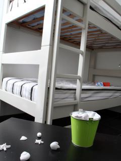 Le lit superposé de la chambre 2