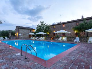 Poggio 1. Apartment with pool in the Chianti