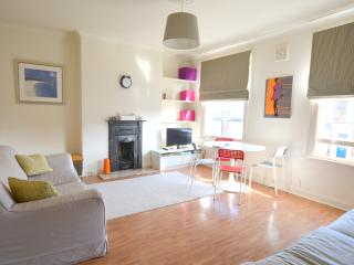 Victorian Apartment with Mobile WiFi, London
