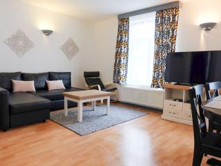 EU Residence 21 apartment in European Quarter with WiFi & lift., Bruselas