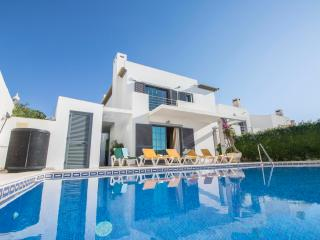 Casa Lagoas - 4-Bedroom Townhouse with Private Pool and Garden, near Albufeira.