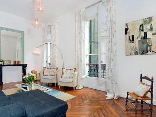 On the Boulevard St. Germain! Two Bedroom, París
