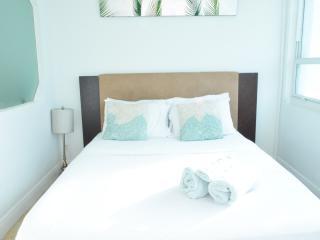 $62 One Bed amazing Bay View at MIA (4), Miami Beach