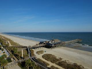 Oceanfront on the Boardwalk! Pool/lazy river/more!, Myrtle Beach