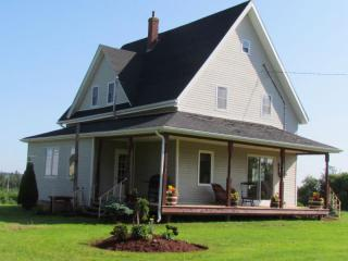 4 Bdrm, 10km West of Summerside, River + Canoes