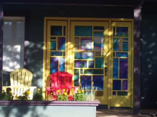 Yellow Door House - Red Rock views, walk to shops and restaurants