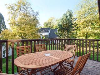 33 VALLEY LODGE, lodge with hot tub, balcony, AONB, Gunnislake Ref 930175