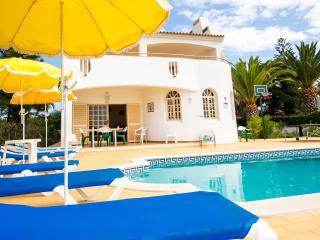 Villa Impasse moradia com piscina privada localizada perto da Guia