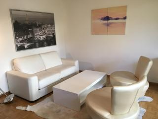 70 sqm Designer Apartment with 150 sqm Garden, Innsbruck