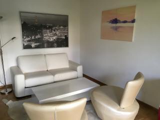 70 qm Designer Apartment w 150 qm Garten, Innsbruck