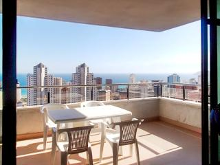 Central apartment in Benidorm, Costa Blanca, w private terrace, sea view & pool, 400m from the beach