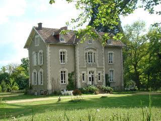 B&B Chambres d'Hôtes Château de la Perche, Buxieres-sous-Montaigut