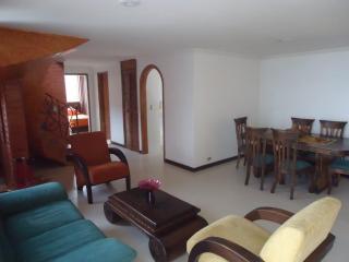 Spacious 3 BR duplex penthouse near Lleras Park, Medellin