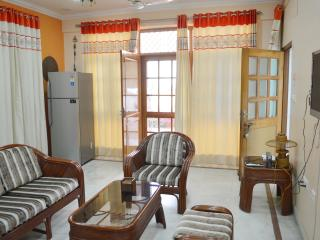 Executive Suite '2 Bed Rooms Serviced Apartment' for 4 Guests in Lucknow, India