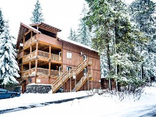 Expansive dog-friendly home w/private sauna, room for 32!, Government Camp