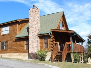 2 MASTER BRs W/ KINGS!! BR 3 IN LOFT, HOT TUB, FP!, Sevierville