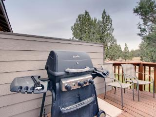 Comfortable family home w/ shared hot tub, pool & more!