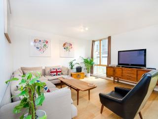 Retro 1 Bedroom Apartment in Shoreditch, London