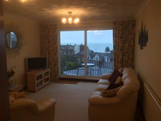 A lovely apartment wit sea views & parking, Cowes