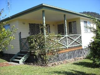 Big Bell Farm - Cabin1, one bedroom, sleeps max. 4, Kangaroo Valley
