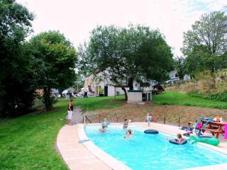 Ferme 13 pers. piscine chauffée/court de tennis, Chaumard