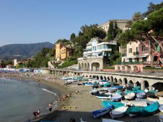 Very pleasant villa right at the beach promenade!