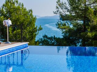 Front line villa with infinity pool near Trogir