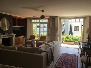 LUXURY ONE BEDROOM APARTMENT, Cape Town Central