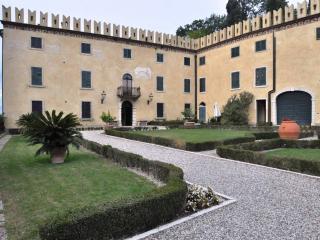 Casa Nobile A Lago di Garda, Cola