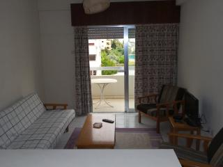Central , Cheap by the Beach with Wifi, Limassol