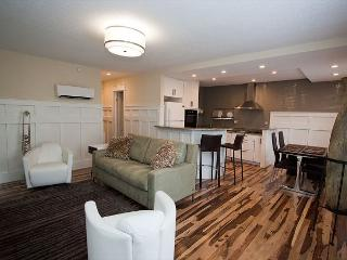 The Montagnana at Plaza 2700. 2bd 1 bth Condo with Beautiful Flooring & Kitchen