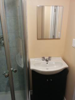 The mirror-door cabinet in the bathroom