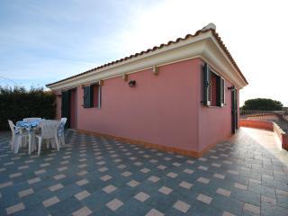 Villa con vista mare, giardino a 300m dalla spiagg, Santa Teresa di Gallura