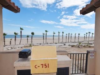 Rental beach condo 75-1