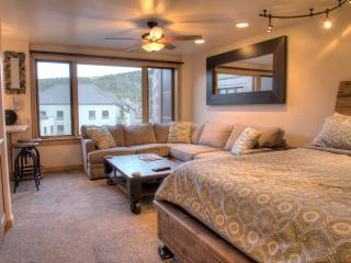 Luxury Ski In/Out Studio Steps From Main Street!, Breckenridge