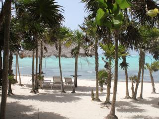 2 Bedroom Beach front Thatched Hideaway for 4-6 p., Soliman Bay