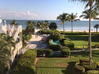 DAYDREAMING Beachfront Condo, Sanibel