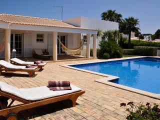 Vila Dome moradia de qualidade com amplas zonas verdes e piscina privada Albufei