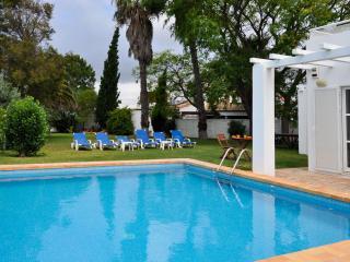 Monte da Gale V4 moradia moderna com um magnifico jardim e piscina privada