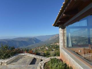 Tripio Lithari, stone built mountain house in Arachova with spectacular views