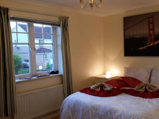 Cosy Room&Parking in West End House, Glasgow