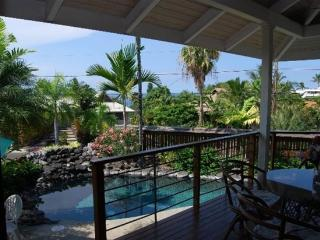 Maluhia Hale- Block From Beach! Ultimate Privacy!, Kailua-Kona