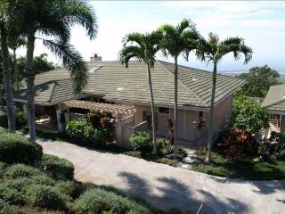 Hale Heaven- Sleeps 18!! Beautiful Setting, Pool!, Kailua-Kona